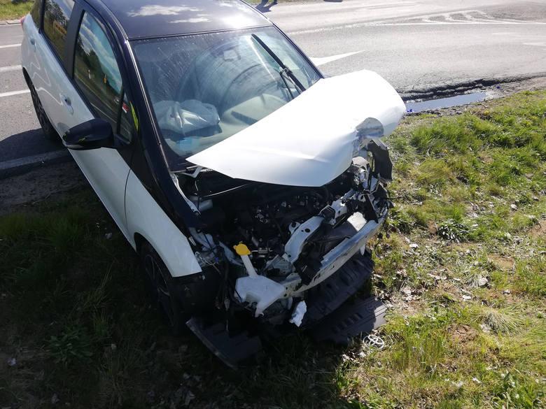 W środowe przedpołudnie na drodze krajowej nr 6 w okolicach Ramlewa doszło do zderzenia dwóch samochodów osobowych.Kobieta kierująca toyotą jadąc od