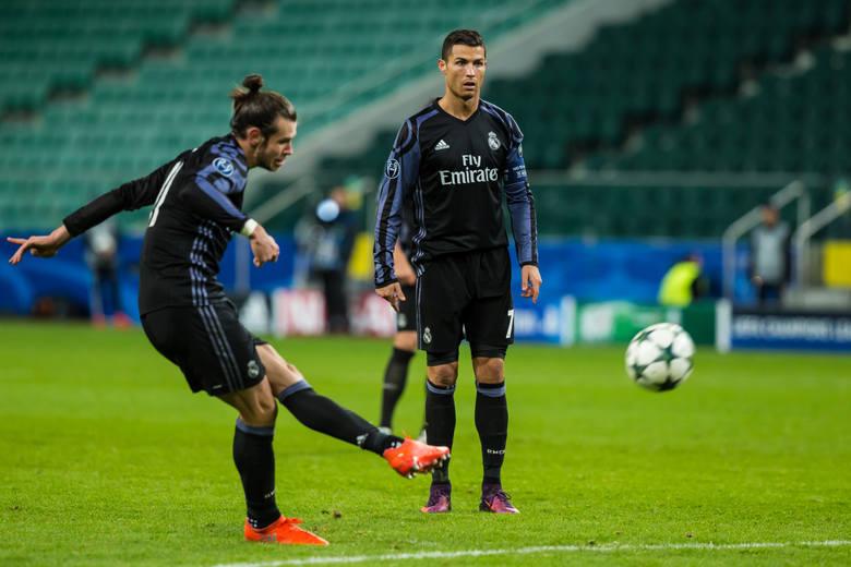 Gareth Bale (z lewej) nadal nie chce odchodzić z Realu
