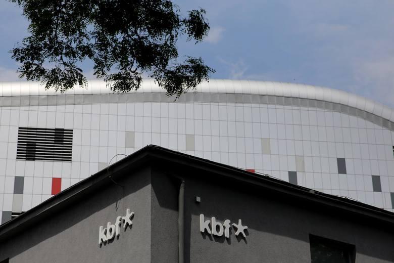 Budynek KBF, jeszcze ze starym logo. Nowe logo na następnym slajdzie