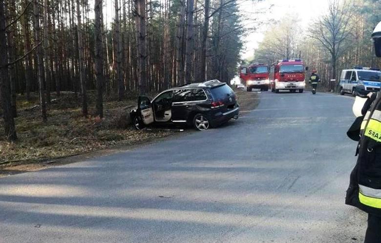 Na drodze lokalnej w miejscowości Wierzchy w gminie Wołczyn zderzyły się dwa samochody