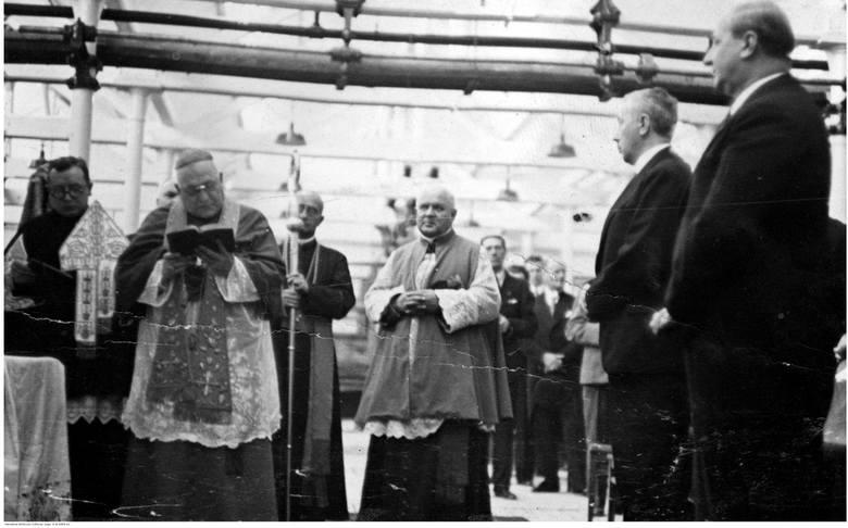 Biskup podczas procesji