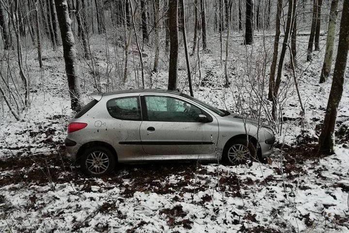 Do pierwszego sylwestrowego zdarzenia w powiecie gołdapskim doszło około godz. 11.00 na trasi  Górne - Botkuny  w miejscowości Koniszki.. Policjanci