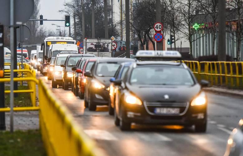Najnowszy ranking miast w Polsce został przygotowany przez portal OPONEO we współpracy z Yanosikiem. Pod uwagę wzięto siedem kategorii: - liczba kolizji,