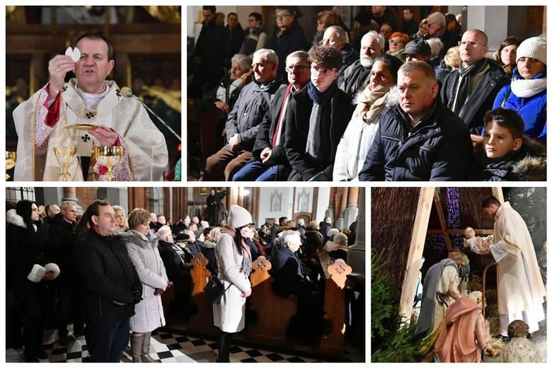 Abp Tadeusz Wojda, Metropolita Białostocki, celebrował uroczystą Pasterkę w Archikatedrze Białostockiej. Tłumy wiernych mogli zobaczyć widzowie TVP 3