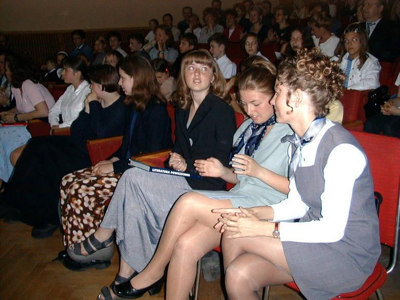 Wspominamy jak wyglądały kiedyś lekcje w szkołach w Koszalinie. Fotografie pochodzą z lat 90. Poznajecie, z których szkół pochodzą, a może znajdziecie