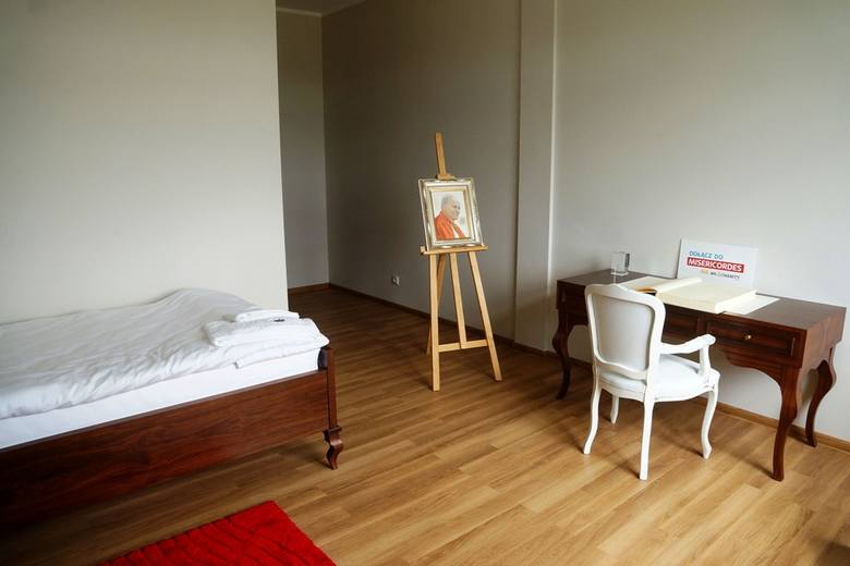 Apartament papieski skromny, jak Franciszek [ZDJĘCIA, WIDEO]