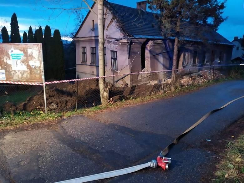 W Cieszynie doszło do katastrofy budowlanej. Pękł i częściowo zawalił się budynek dawnego przedszkola
