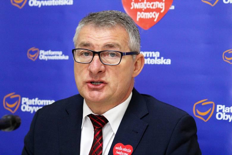 Poseł PO Marek Rząsa, podczas konferencji prasowej, skrytykował minione dwa lata rządów koalicji Prawa i Sprawiedliwości z prezydenckim Porozumieniem