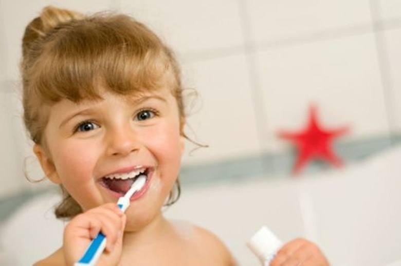 Tylko 30 proc. rodziców wie, kim jest dedykowany dzieciom stomatolog – pedodonta, jedynie 10 proc. maluchów odbyło pierwszą wizytę u stomatologa przed