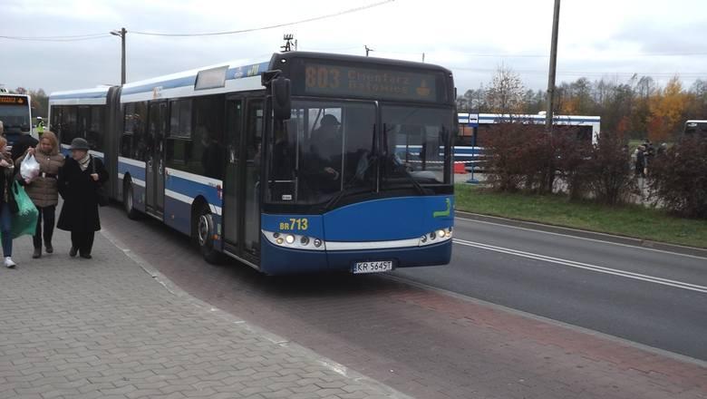 Solaris Urbino 18To niskopodłogowy autobus przegubowy, nominalnie mogący pomieścić 174 pasażerów (w tym posiadają 41 miejsc siedzących).Pierwsze autobusy