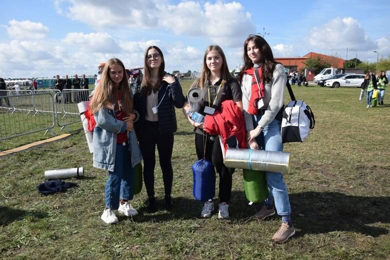 Wiktoria Hnatyszyn (druga od prawej) przyjechała do  Kruszyna z Warszawy, z koleżankami i kolegami z klasy