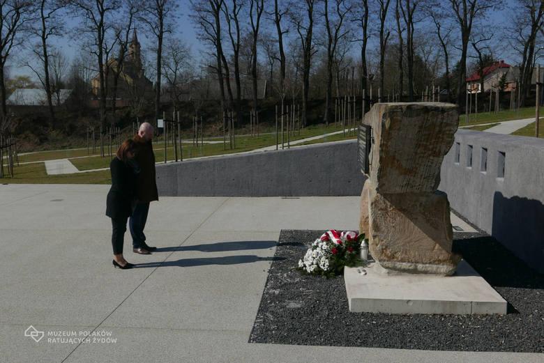 Narodowy Dzień Pamięci Polaków ratujących Żydów pod okupacją niemiecką. Nz. pomnik Rodziny Ulmów w Sadzie Pamięci przy Muzeum Polaków Ratujących Żyd