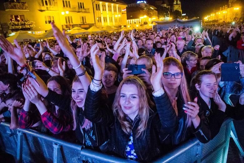 Sobotni koncert w ramach Dni Miasta Białegostoku 2017 za nami. Wystąpił zespół Alphaville. Publiczność na początku koncertu była niemrawa. Z czasem zgromadzeni