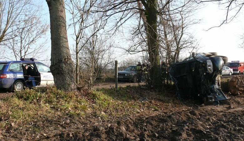 W wypadku, do którego doszlo dziś pod Lopuchowem w gminie Tykocin zostalo rannych sześc osób, w tym czworo dziec