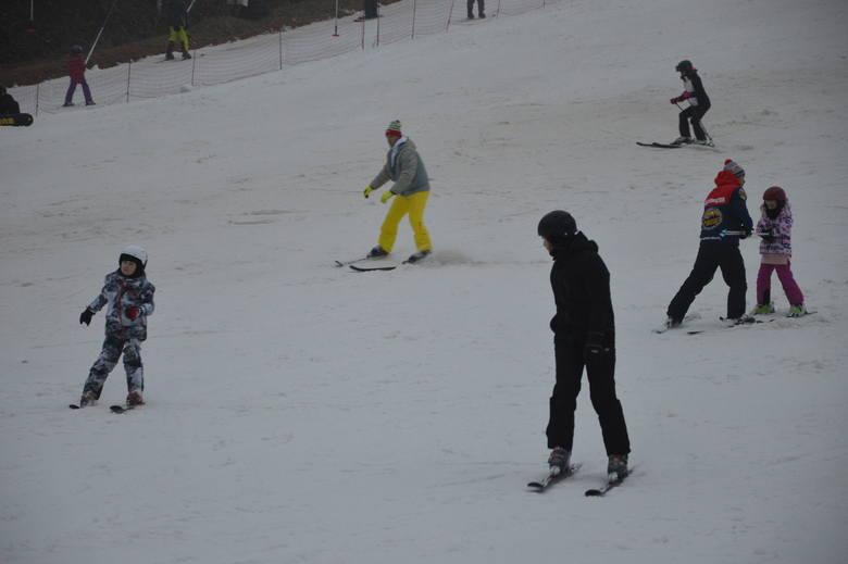 """Jeszcze tylko przez tydzień, w związku z nowymi obostrzeniami, czynna będzie stacja narciarska """"Szwajcaria Bałtowska"""". Nic więc dziwnego,"""
