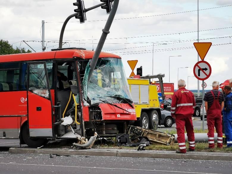 Do groźnego wypadku na placu Daszyńskiego w Toruniu doszło dziś (środa, 17.07) przed godziną 16.Na skrzyżowaniu w okolicach placu Daszyńskiego doszło