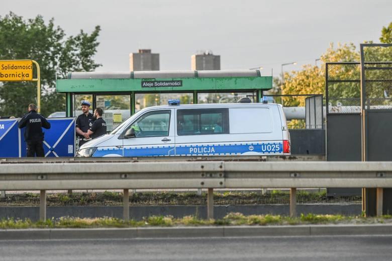 Za zabójstwo 41-letniego mężczyzny na przystanku autobusowym na Al. Solidarności odpowiada Denis H.