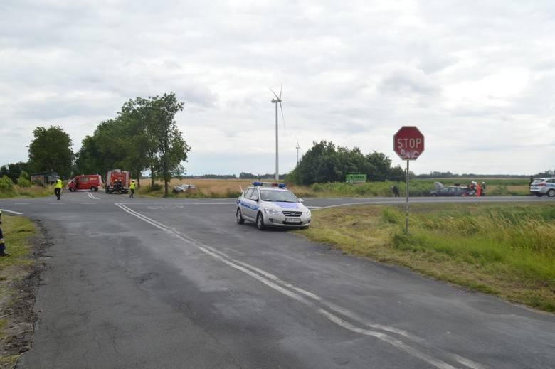 Rannych dorosłych przewieziono do szpitali w Bełchatowie i w Łodzi. 13-letnią dziewczynkę transportem lotniczego pogotowia sanitarnego przetransportowano
