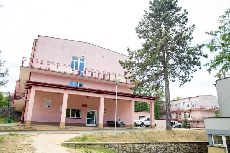 W szpitalu przy ul. Żurawiej funkcjonuje jedynie punkt konsultacyjny. Ustalane są tam terminy przyjęć planowych oraz przyjmowani są pacjenci na planowe
