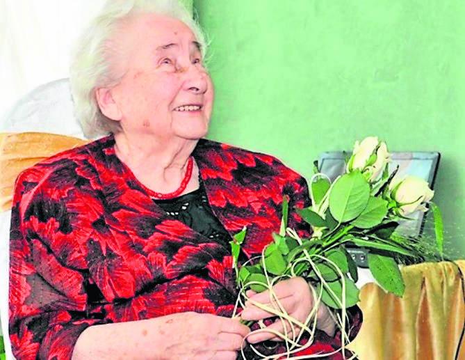 Pani Rozalia Buczkowska na swoich setnych urodzinach. Za tydzień będzie obchodzić urodziny 103.
