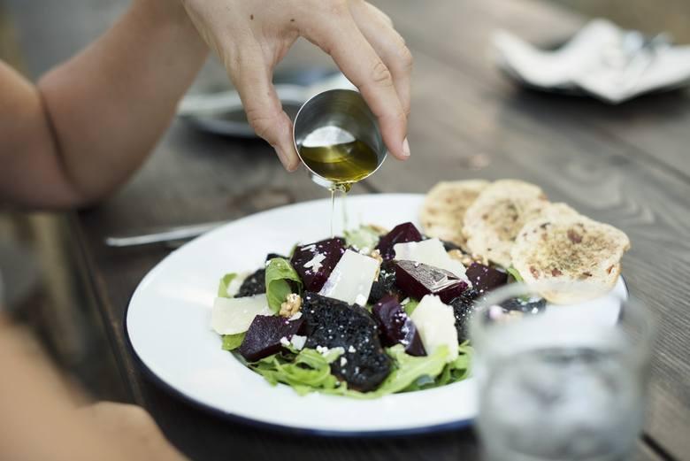 Oliwa z oliwekDodawana do potraw do krok w stronę zdrowia - pozwala pozbyć się toksyn z organizmu i zapobiega starzeniu.
