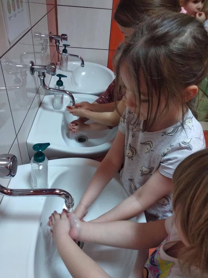 Sportowe zajęcia i nauka porządnego mycia rąk - brawo przedszkolaki
