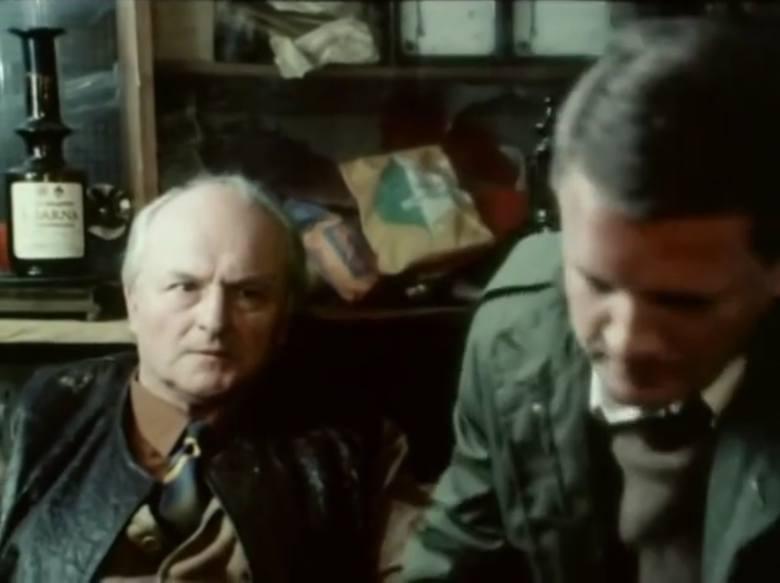 """Odcinek dziesiąty """"Grobowiec rodziny von Rausch"""".<br /> Karol Rausch czyli Zdzisław Klucznik (aktor Teatru im. Wojciecha Bogusławskiego w Kaliszu w latach 1953-1954) i porucznik Borewicz."""
