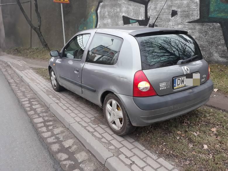 Wypadek z udziałem karawanu we Wrocławiu (ZDJĘCIA)