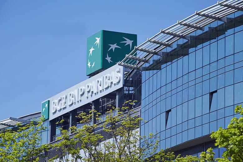 W BGŻ BNP Paribas przelewy wychodzące są realizowane w następujących godzinach: do 8.00, 11.45, 14.15 oraz 20.00, a przychodzące od 11.00 do 12.00, od