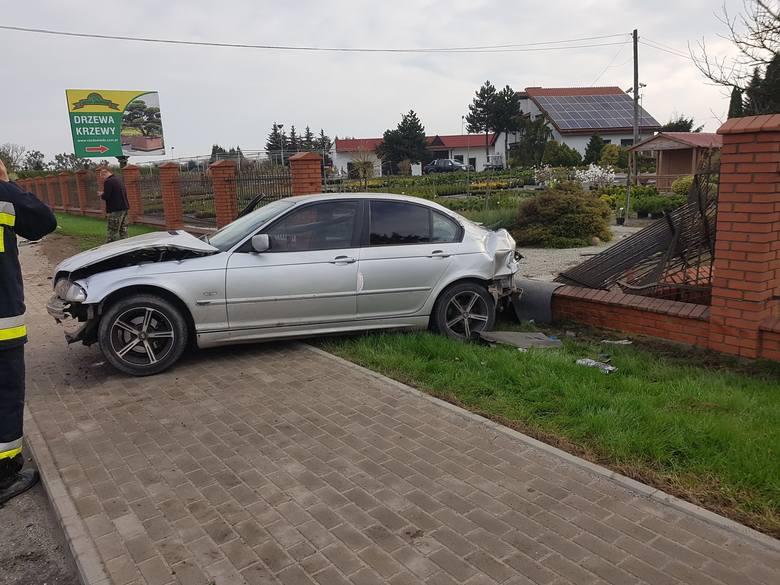 Do groźnego zdarzenia doszło w niedzielę około godziny 8 na drodze krajowej numer 25 w Stopce (gmina Koronowo, powiat bydgoski). Samochód osobowy marki