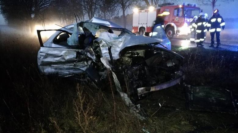 Koszmarny wypadek. Zginął 24-latek. Audi zderzyło się z busem [ZDJĘCIA]