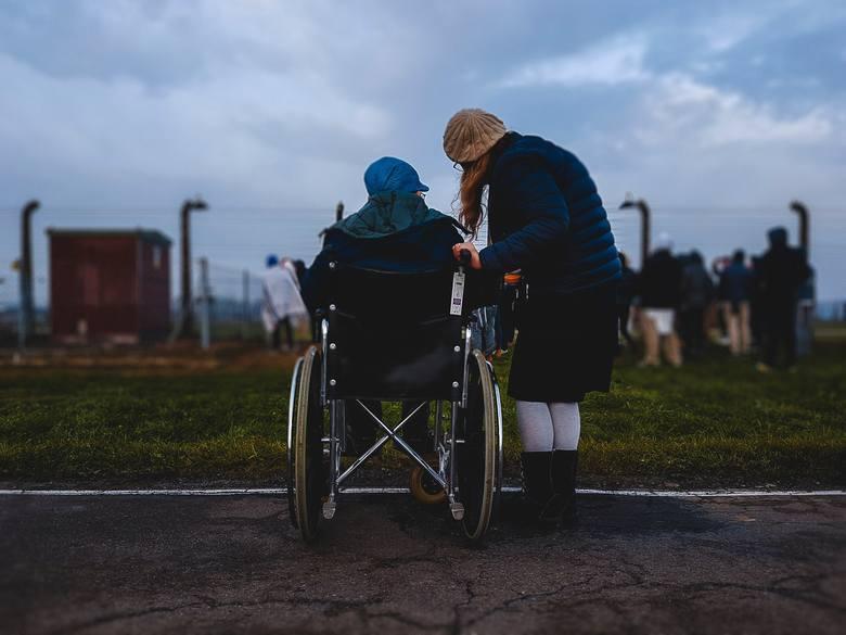 """Wnioski o świadczenie 500 plus dla niepełnosprawnych można składać od września 2019 roku. Wypłaty 500 Plus dla osób """"niesamodzielnych"""""""
