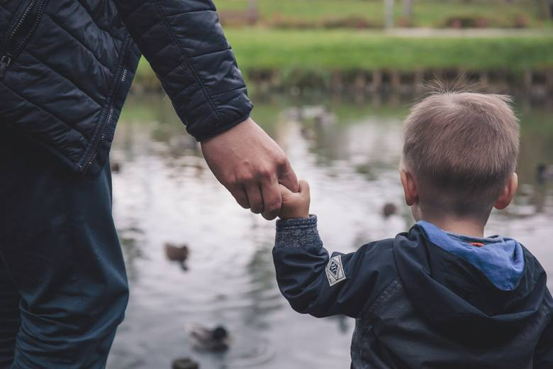 Rodziny niepełnosprawnych dzieci, których orzeczenia tracą ważność, obawiają się, że zostaną bez pieniędzy. Przez panującą pandemię koronawirusa odwoływane