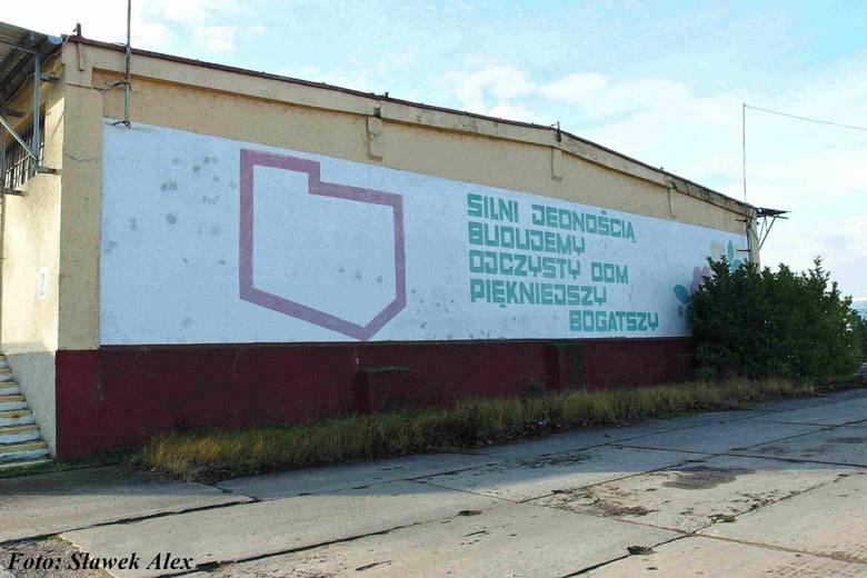 Ślady PRL-u w Stargardzie. Luxpol, mural Społem, mozaiki, maluchy, sklepy. Zobacz ZDJĘCIA!