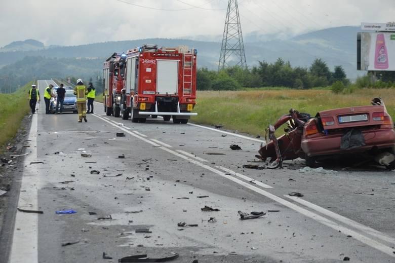Stary Sącz wypadek. W zderzeniu samochodu ciężarowego z osobowym zginęła jedna osoba