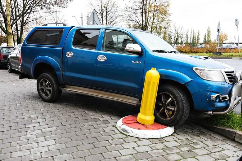 I odwieczny problem z parkowaniem na Podzamczu... Zawsze znajdzie się jakieś miejsce, niekoniecznie zgodnie z przepisami.Widziałeś podobne sytuacje?