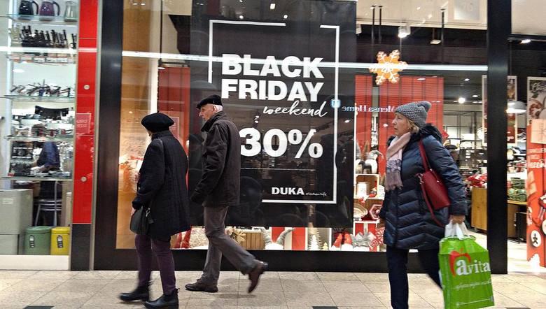 Black Friday - to dzień, w którym sklepy organizują wyprzedaże.
