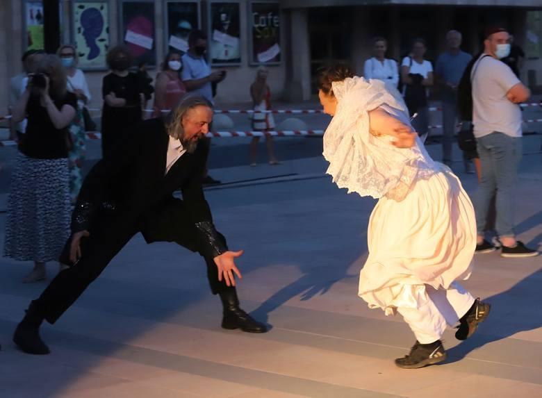 """Teatr Powszechny zaprosił na spektakl """"Arka"""" w wykonaniu Teatru Ósmego Dnia z Poznania, który rozpoczął festiwal Ulica Teatralna."""
