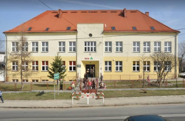 ZESPÓŁ SZKÓŁ PIETROWICE, Szkoła RokuBudynek szkoły w Pietrowicach Głubczyckich został wybudowany na potrzeby społeczności lokalnej w 1951 roku, a w 1955