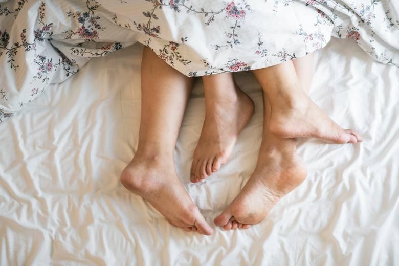 Te łóżkowe pozycje powiedzą wszystko o twoim związku! Sprawdź, jaką parą jesteście
