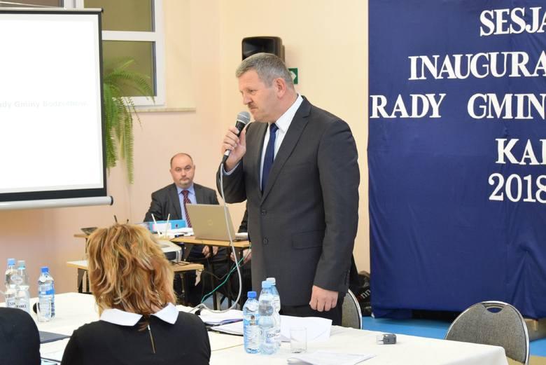 Pierwsza sesja Rady Gminy Bodzechów. Ślubowanie wójta Jerzego Murzyna i radnych. Nowym przewodniczącym Rady Gminy został Wiesław Cisek