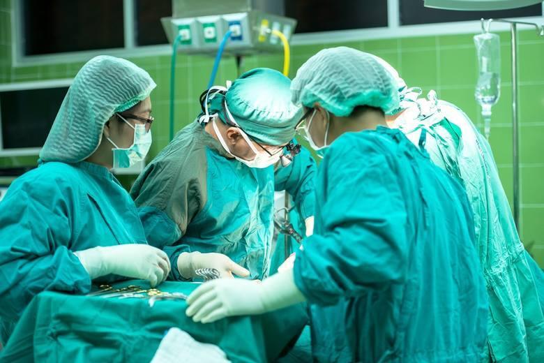 15 szpitali w Małopolsce z najkrótszym terminem na zabieg wszczepienia endoprotezy biodra na NFZ