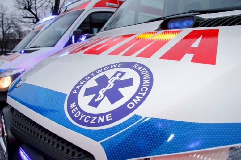 Poznań: Dwie osoby ranne po zderzeniu samochodu z tramwajem