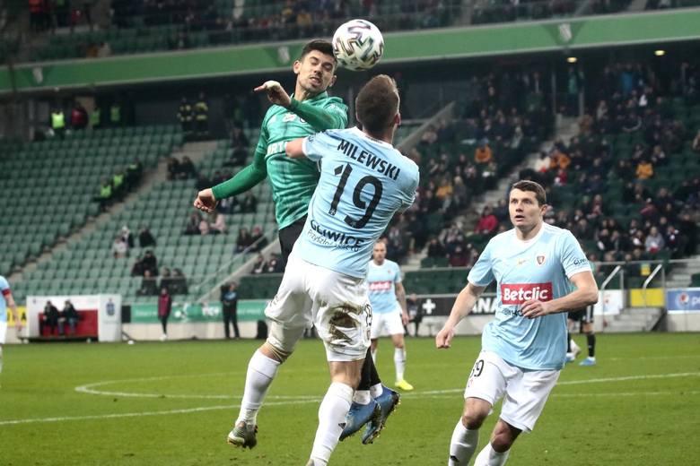 W ostatniej rozegranej przed przerwą kolejce lider Legia Warszawa przegrał u siebie 1:2 z wiceliderem Piastem Gliwice