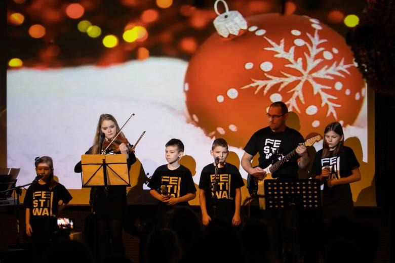 VI Festiwal Kolęd i Pastorałek odbył się w piątek w Kujawsko-Pomorskim Centrum Kultury w Bydgoszczy. W konkursie dla dzieci z niepełnosprawnością intelektualną