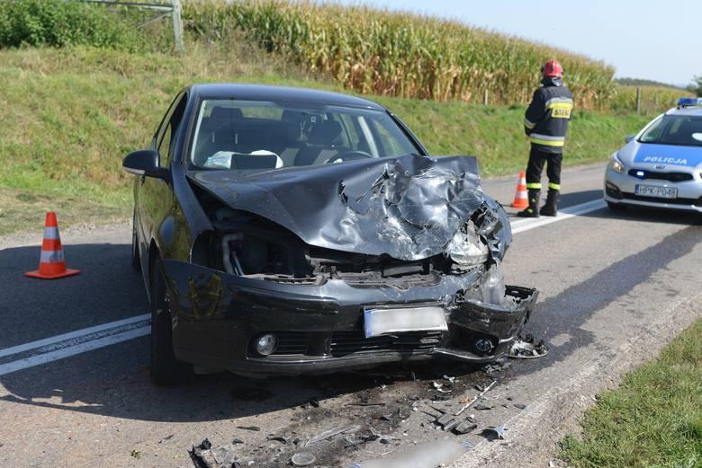 Do zdarzenia doszło w środę około godz. 13 w Żurawica pod Przemyślem. Na prostym odcinku drogi kierowca volkswagena golfa czołowo zderzył się z jadącą