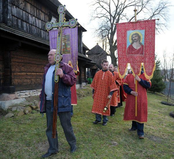 Wielki Piątek w cerkwi w LuczycachLiturgia Wielkiego Piątku w greckokatolickiej cerkwi w Luczycach, 4 bm. Grekokatolicy i prawoslawni bedą obchodzic
