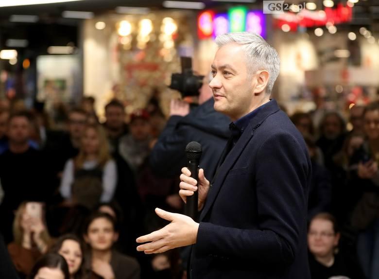 """Robert Biedroń w Szczecinie. Promował książkę """"Nowy Rozdział"""", spotkał się z czytelnikami"""