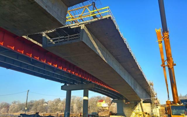 Budowa mostu w Cigacicach