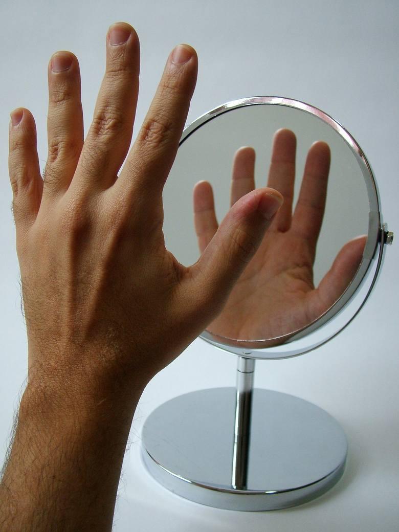 Jedną z najskuteczniejszych, najprostszych i najtańszych metod leczenia niektórych rodzajów bólu fantomowego jest terapia lustrzana